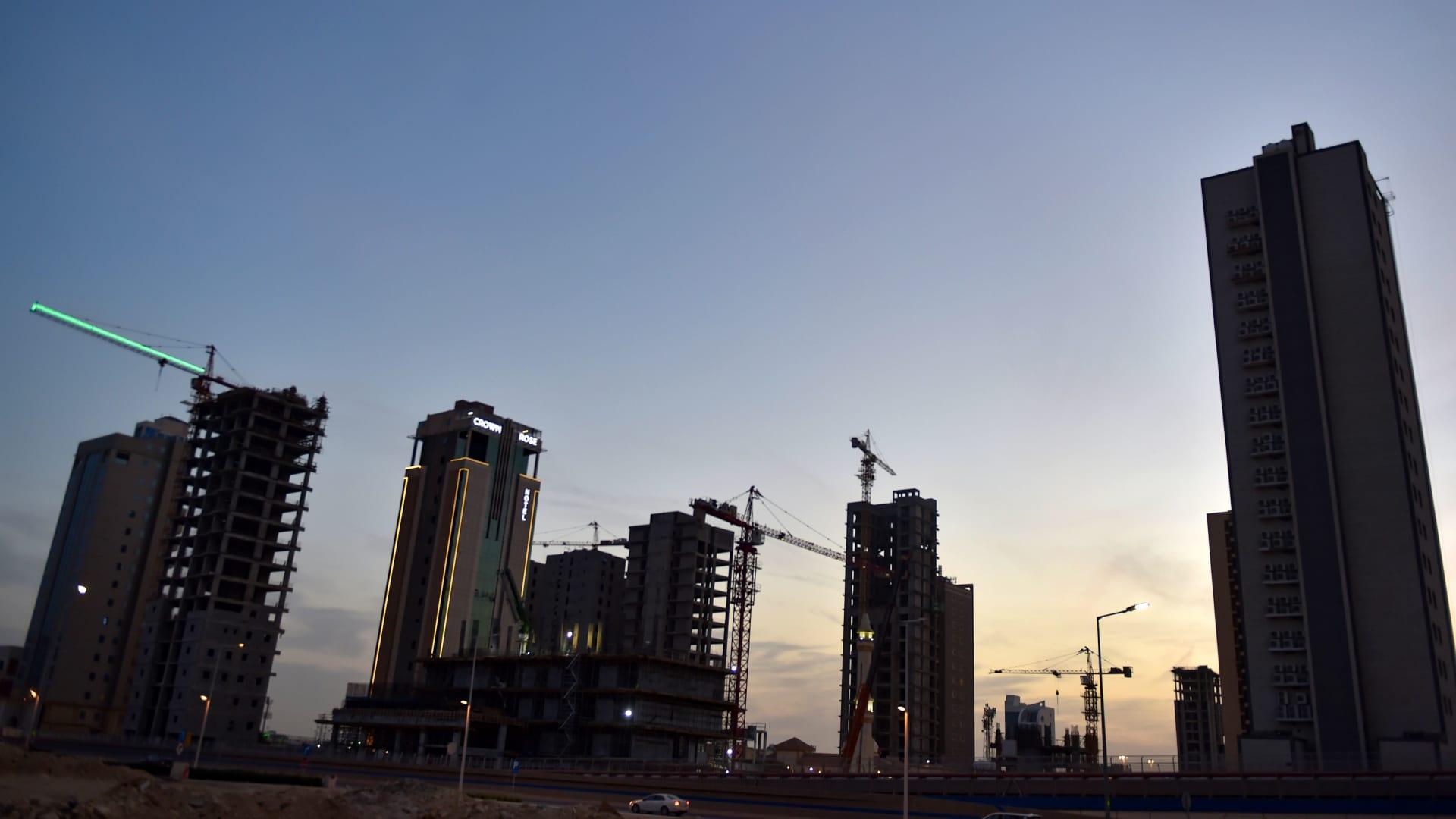 صورة أرشيفية لأبراج تحت الإنشاء في الرياض
