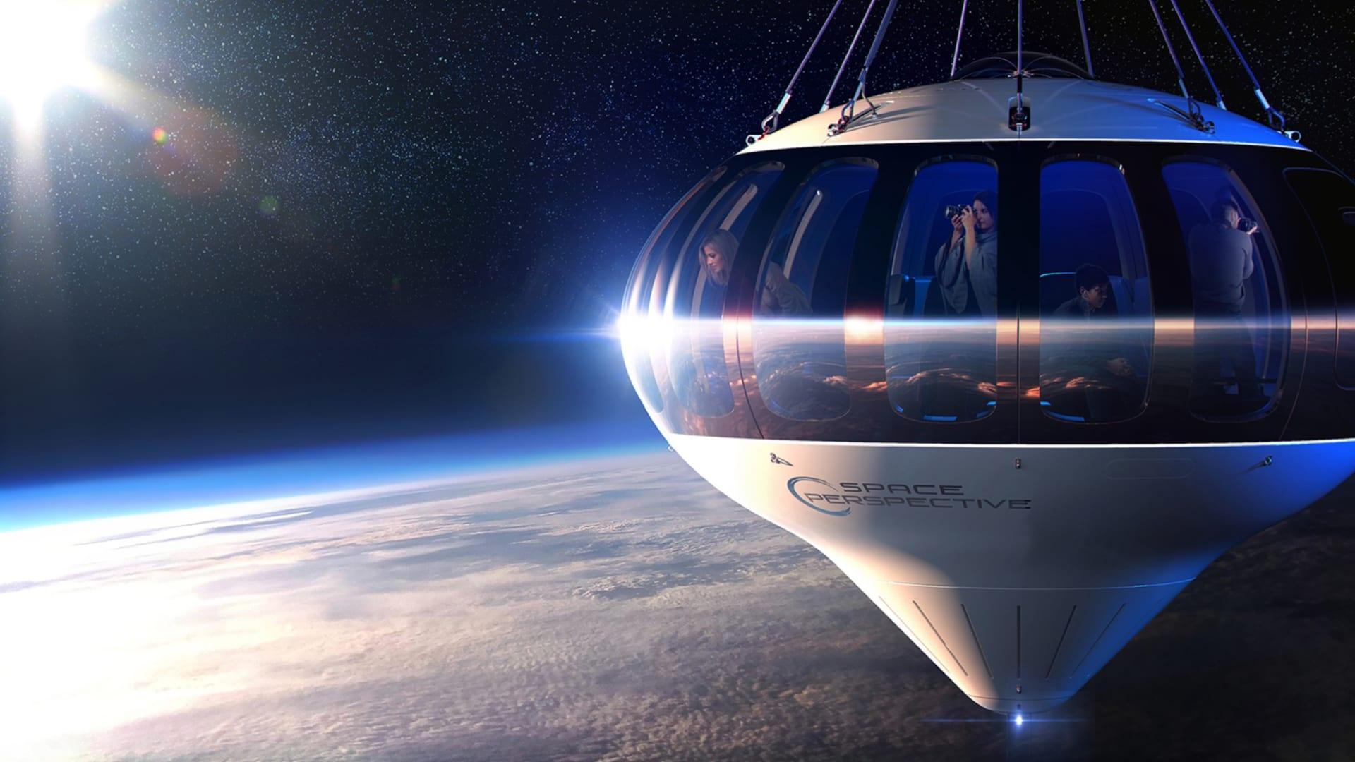 هذا البالون بطول ملعب كرة قدم سيأخذك إلى حافة الفضاء.. لو كنت تملك 125 ألف دولار فائضًا عن حاجتك