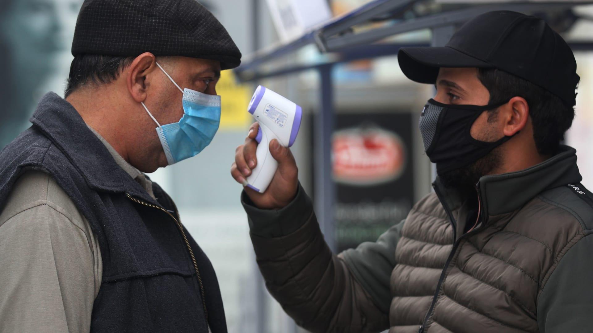 إليك حالات الإصابة والوفاة بفيروس كورونا في الدول العربية