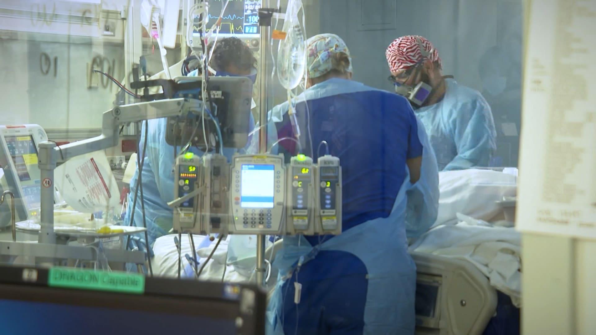 خطوة بخطوة..كيف تتم عملية تنبيب المرضى لمحاولة إنقاذهم من فيروس كورونا؟