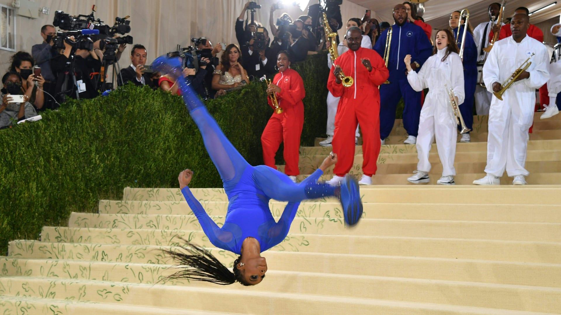 """شاهد.. هذه بعض أبرز اللحظات وأجمل الأزياء في حفل """"ميت غالا"""" لعام 2021"""