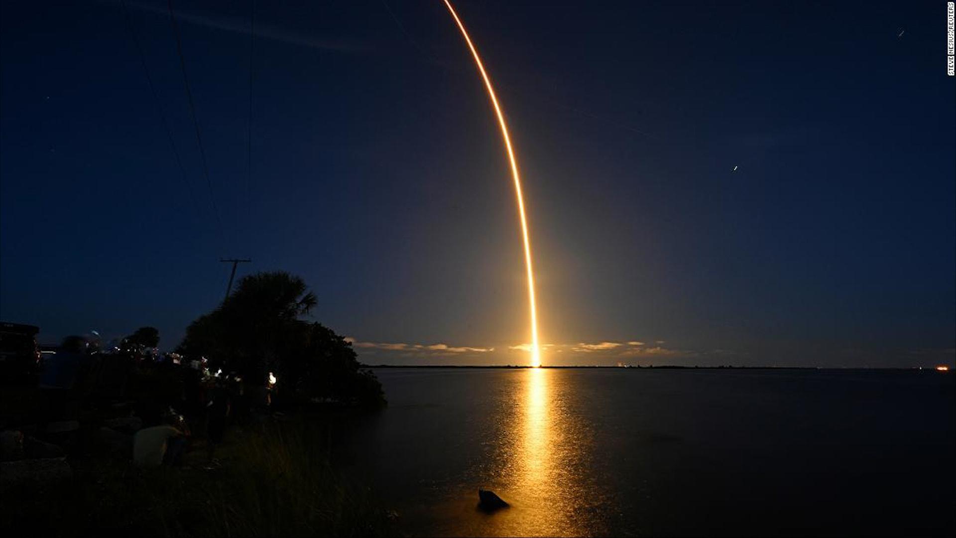 شاهد لحظة انطلاق أول رحلة للفضاء على متنها سياح دون رواد