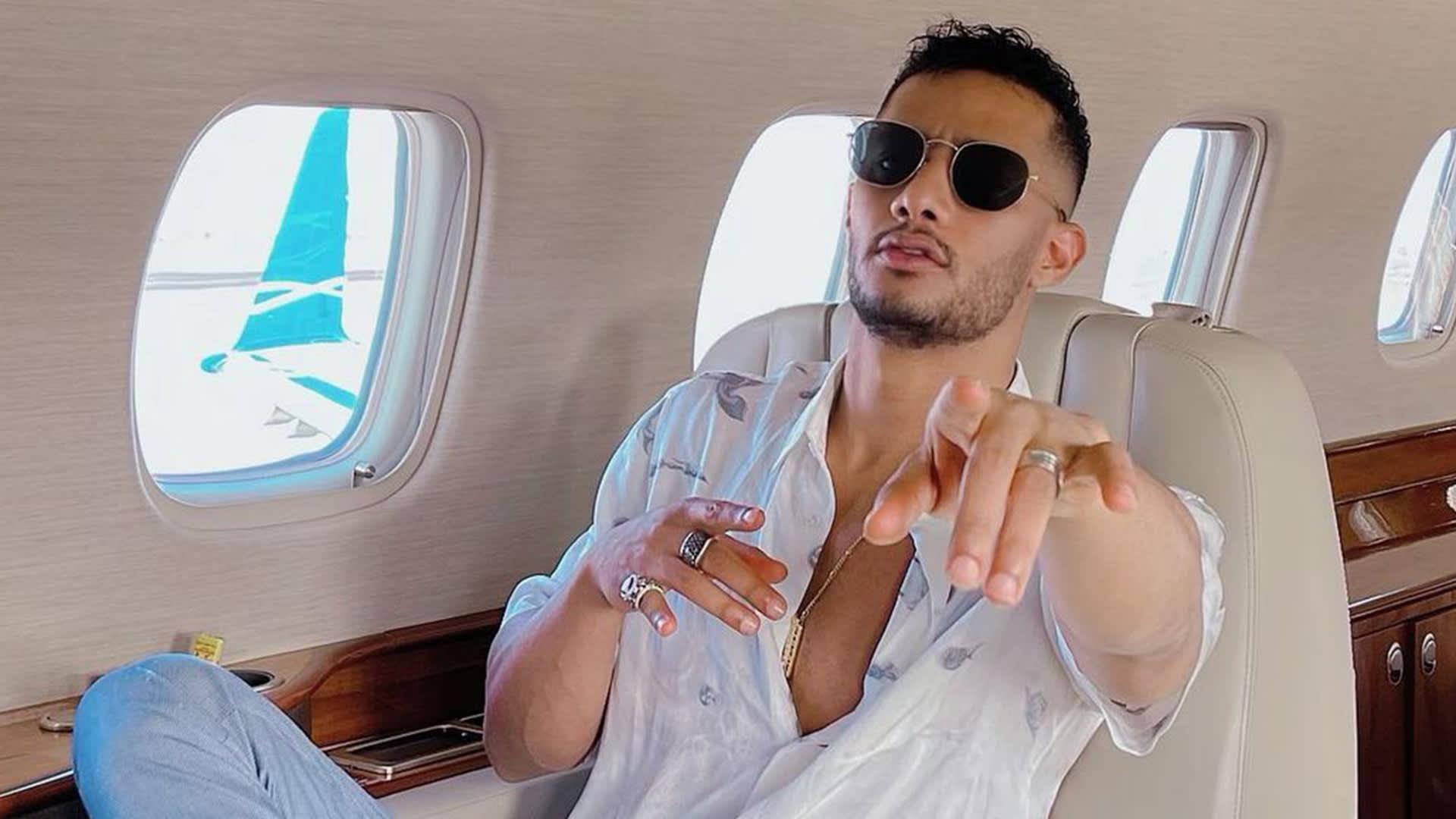 صورة للفنان محمد رمضان من حسابه على إنستغرام وهو داخل طائرة