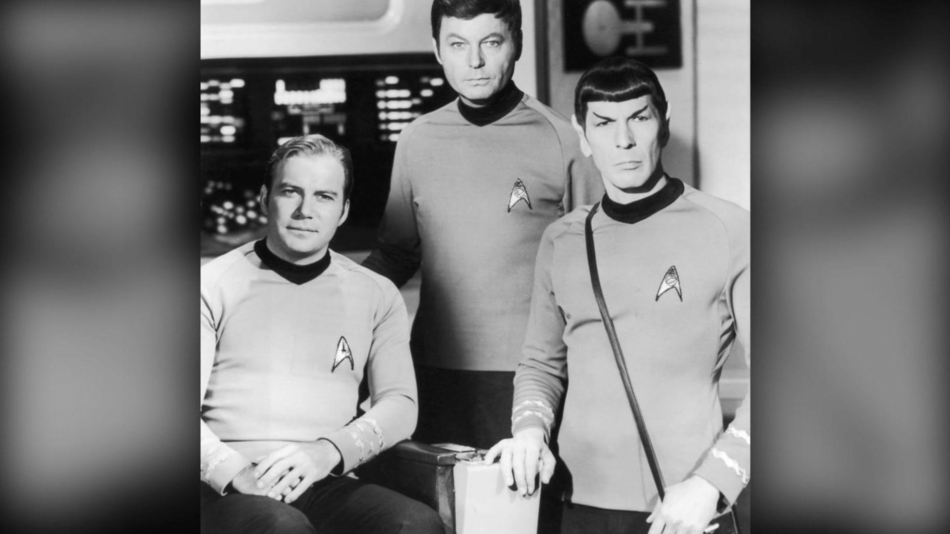 أخيرًا وبعمر 90 عامًا.. الكابتن كيرك يحلق فعليًا إلى الفضاء