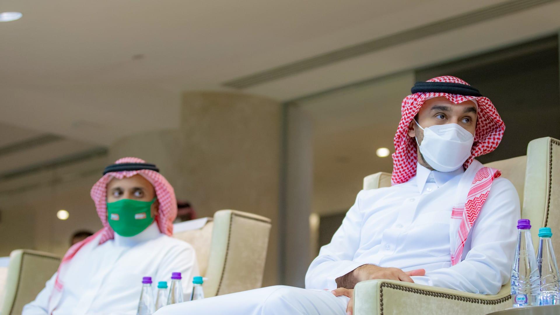 وزير الرياضة السعودي خلال مباراة منمتخب بلاده مع الصين