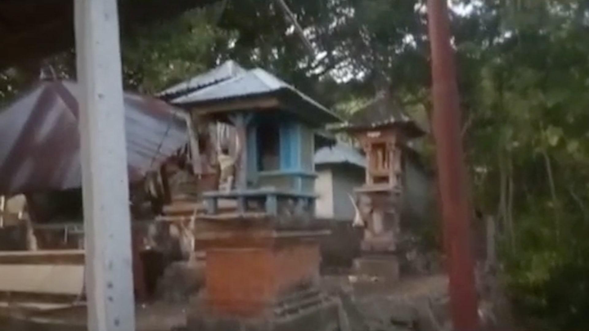 شاهد اللحظات الأولى لوقوع زلزال في جزيرة بالي الإندونيسية