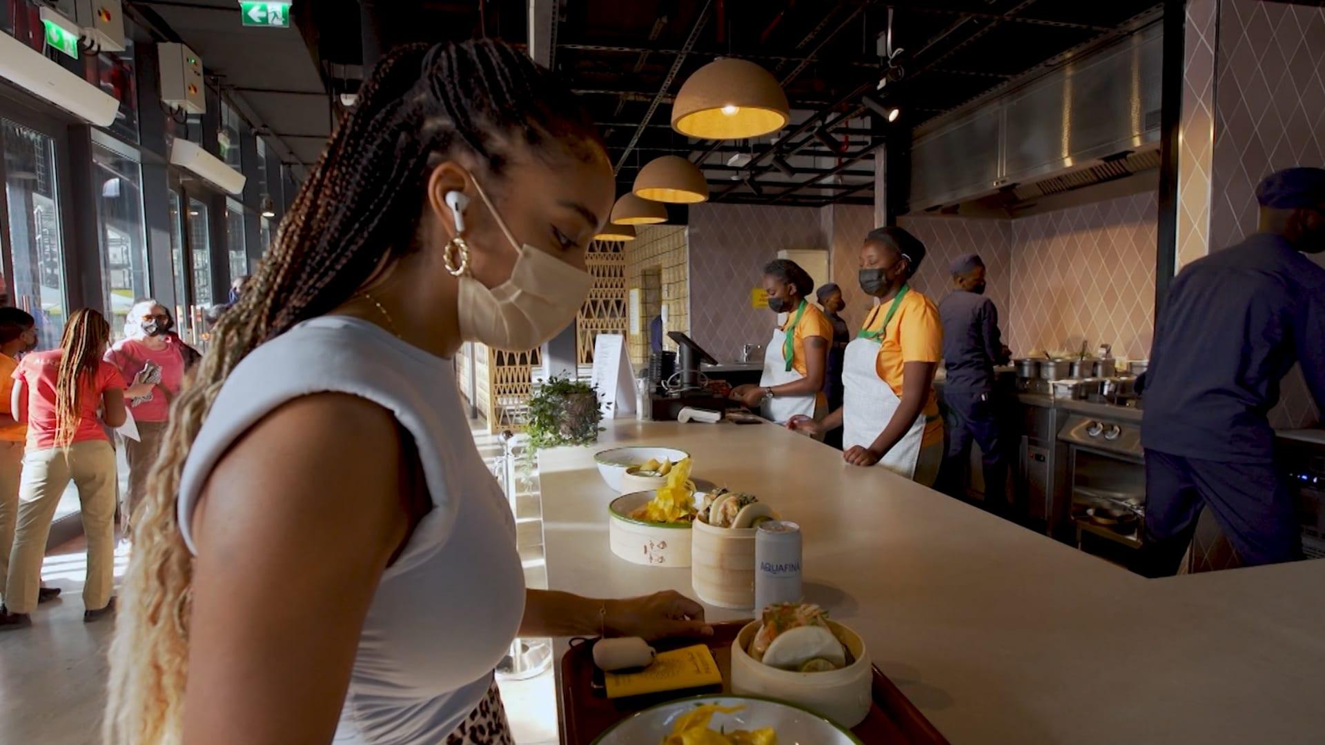 """""""الكيبولان"""".. قاعة خاصة بالطعام الأفريقي تجذب زوار إكسبو 2020 دبي"""