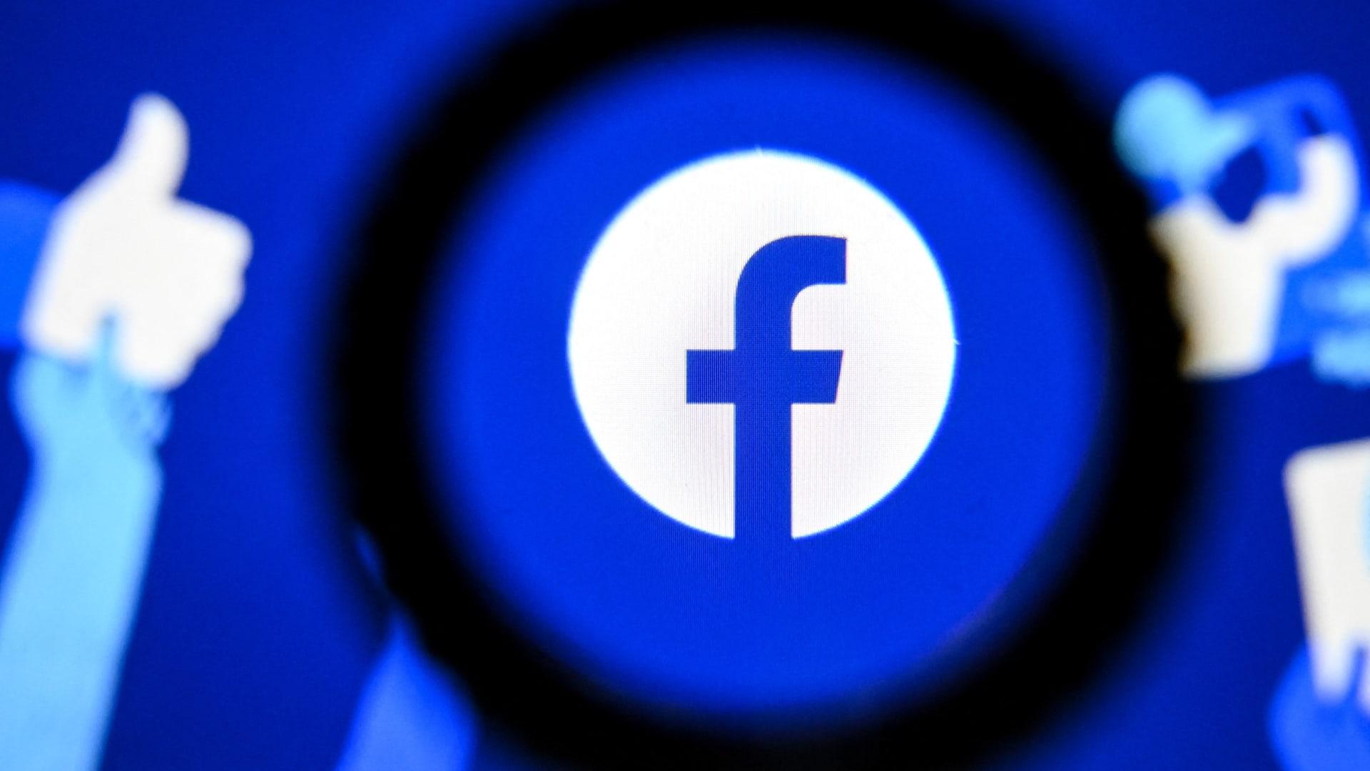 صورة أرشيفية لعلامة فيسبوك التجارية