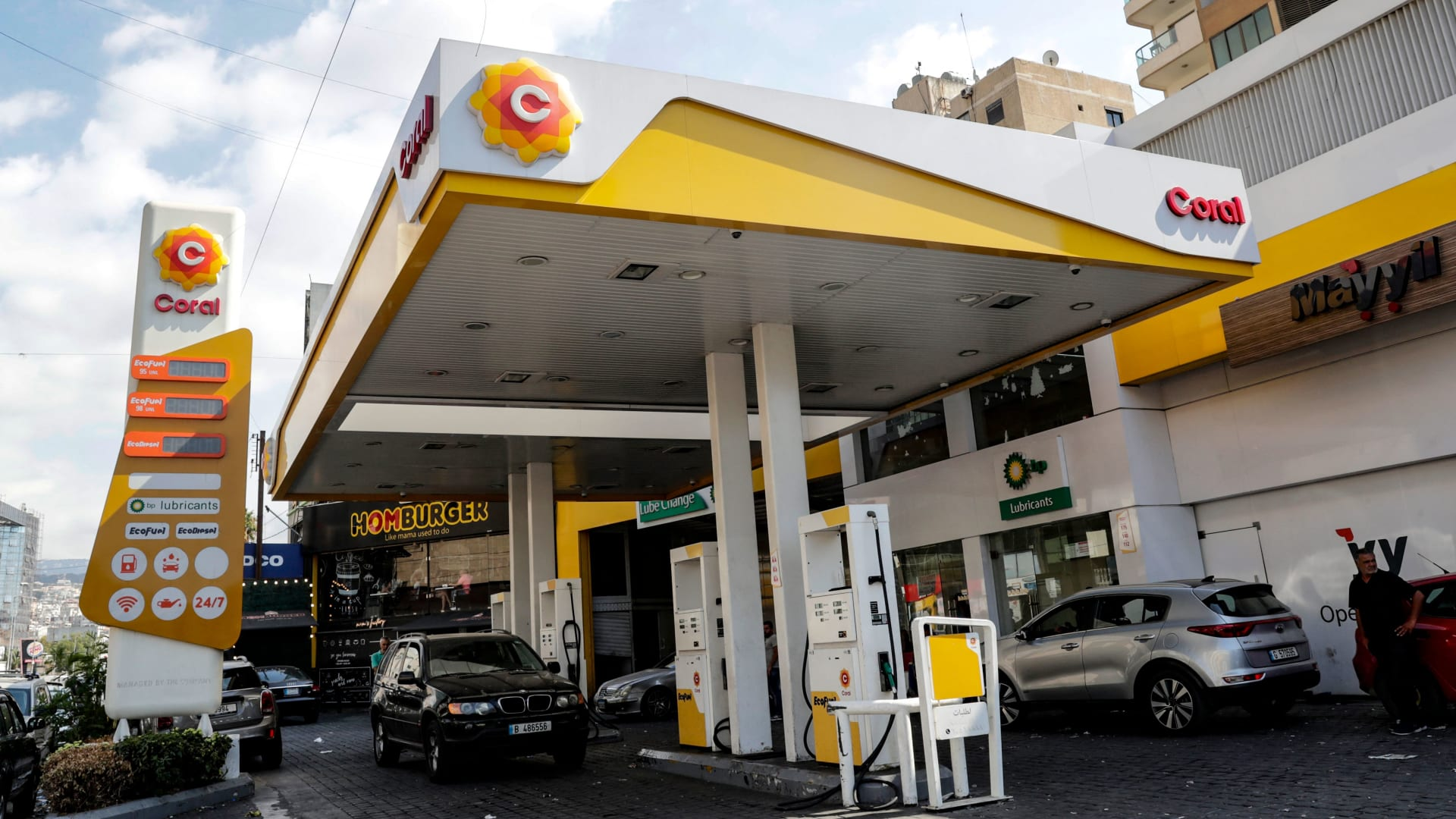 صورة أرشيفية من محطة بنزين في بيروت