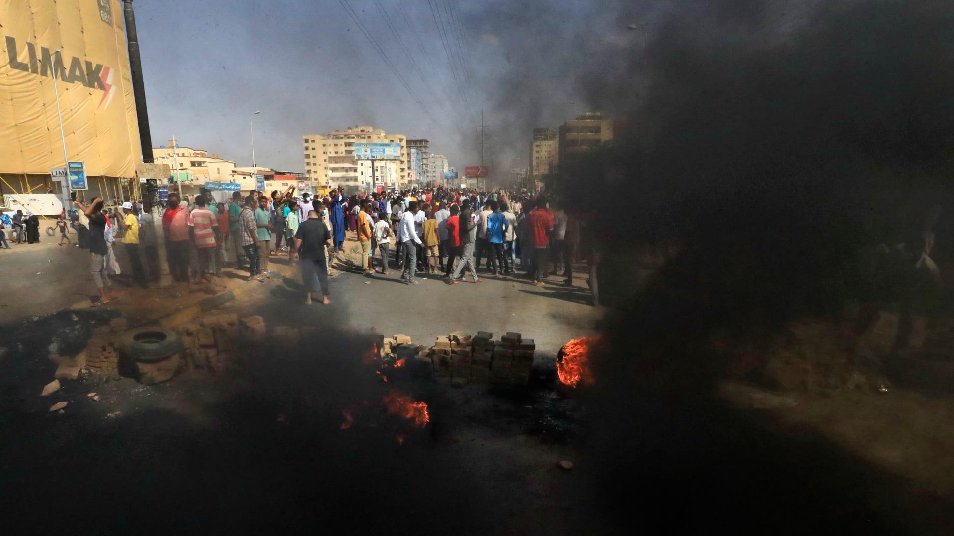 أمريكا وبريطانيا وفرنسا تدين انقلاب السودان وتطالب بالإفراج عن حمدوك والمسؤولين المدنيين