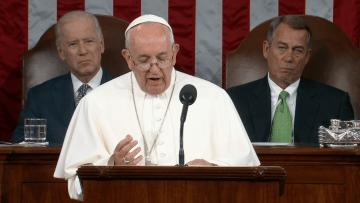 بالفيديو.. بابا الفاتيكان أمام الكونغرس: أزمة اللاجئين لم نشهد مثيلاً لها منذ الحرب العالمية الثانية