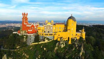 جولة داخل قصر مغطى بجميع الألوان