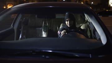 شاهد..اللحظات الأولى لقيادة السعوديات سياراتهن