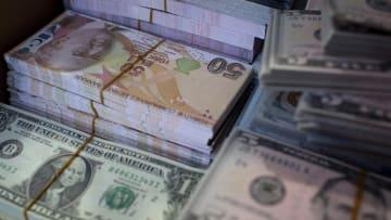 الريال الإيراني والليرة التركية ضمن أسوأ العملات في 2018