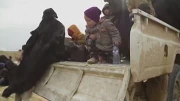 """قرويون يروون قصصهم تحت حكم داعش: كنا نأكل """"برينغلز"""" و""""تويكس"""""""