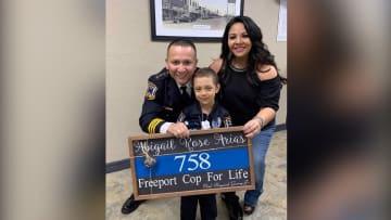 طفلة مصابة بالسرطان تحقق حلمها وتصبح شرطية