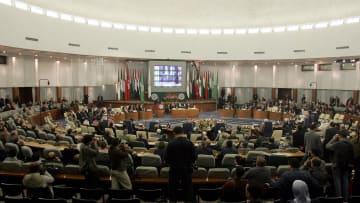 ما هي المادة 102 من الدستور الجزائري؟