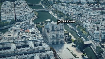 سائح كان بداخل كاتدرائية نوتردام في باريس ينقل ما حدث لـCNN