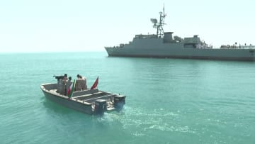 """إيران تستعرض """"عضلاتها"""" البحرية في الخليج.. وتحذيرات أمريكية"""