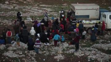إدلب.. أزمات إنسانية متصاعدة مع استمرار الغارات