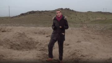 مراسلة CNN في حفرة سببها صاروخ إيراني بالعراق.. ماذا شاهدت؟