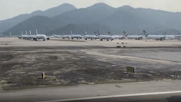 فيروس كورونا.. مطارات خالية وطائرات على الأرض بلا حراك