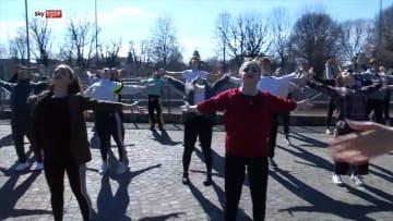 الحدائق تتحول إلى صالات رقص في إيطاليا بسبب فيروس كورونا
