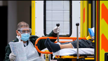 بريطانيا تسجل أعلى عدد وفيات فيروس كورونا بيوم واحد.. وإسماعيل أصغرهم