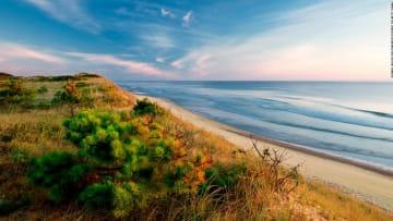 بأقل من دقيقة.. شاهد سحر هذا الشاطئ في أمريكا