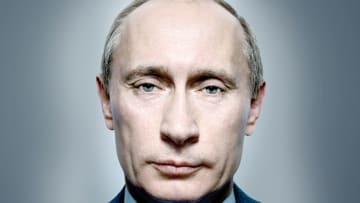 على بعد إنش من فلاديمير بوتين