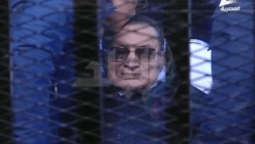 """مشاهد من أجواء """"محاكمة القرن"""" بعد إعلان براءة مبارك"""