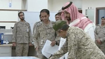 """بالفيديو.. محمد بن سلمان يشرف على تدمير أهداف الحوثيين في عملية """"عاصفة الحزم"""""""