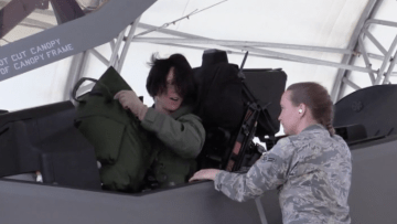 بالفيديو.. هذه أول إمرأة تحلق بمقاتلة F35 المتطورة