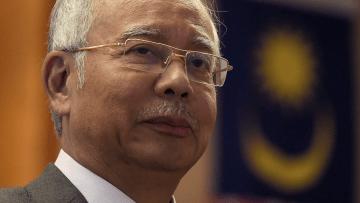 مهاتير محمد يقود آلاف الماليزيين للمطالبة باستقالة رئيس الوزراء بعد تحويل 700 مليون دولار إلى حساباته
