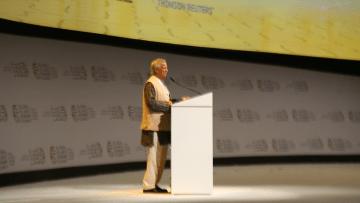 محمد يونس مؤسس بنك الفقراء: 85 شخصا يتحكمون بثروة العالم.. البشر لم يخلقوا للعمل لدى آخرين والاقتصاد الإسلامي قد يحمل الحل