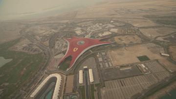 بالفيديو: تعرف إلى جزيرة ياس الترفيهية في أبوظبي من على متن طائرة مروحية