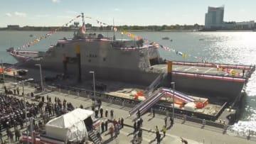 """البحرية الأمريكية تدشن سفينتها الحربية الجديدة """"ديترويت"""""""