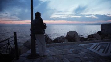 صبية لاجئون يرميهم الفقر فريسة الدعارة مع الرجال في اليونان