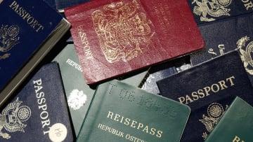 بينها دول أوروبية.. هذه أسهل الجوازات حيازة في العالم