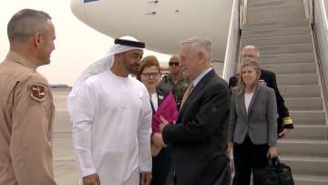 محمد بن زايد يستقبل وزير الدفاع الأمريكي في أول زيارة للشرق الأوسط