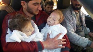 قصة تفطر القلب.. سوري يروي كيف خسر 25 فرداً من عائلته بالهجوم الكيماوي