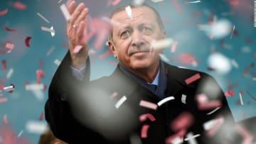 أردوغان.. كل ما يجب أن تعرفه عن الرئيس التركي قبل استفتاء النظام الرئاسي
