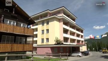 فندق سويسري يطلب من اليهود الاستحمام قبل نزول بركة السباحة