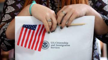 ما هو يانصيب الهجرة العشوائية الذي يريد ترامب إيقافه؟