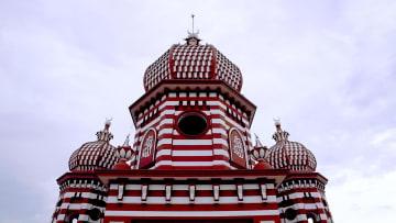 """لماذا سُمي جامع الفار في سيريلانكا بـ""""المسجد الأحمر""""؟"""