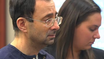 أكبر قضية اعتداء جنسي بأمريكا.. السجن 175 سنة للطبيب نصّار