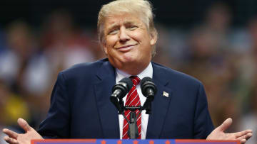 شاهد.. هل بدأ ترامب حرباً تجارية ستخسرها أمريكا؟