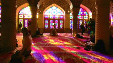"""تعالوا داخل """"المسجد الوردي"""" في إيران"""