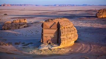 هياكل مثلثة في السعودية تحيّر خبراء الآثار