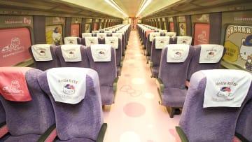 """نظرة أولى على قطار """"هالو كيتي"""" في اليابان"""